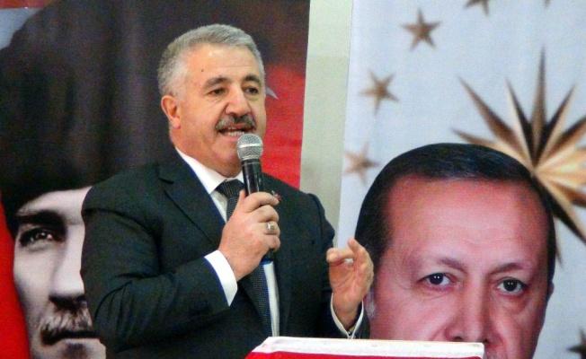 """Bakan Arslan: """"Birileri büyük projelerin karşısında duruyor"""""""