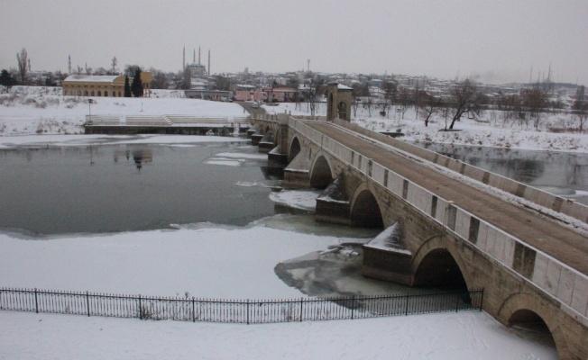 Edirne'de Tunca Nehri akmıyor, Meriç kısmen buz tuttu