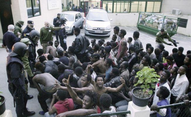 500 Afrikalı göçmen İspanya topraklarına girdi