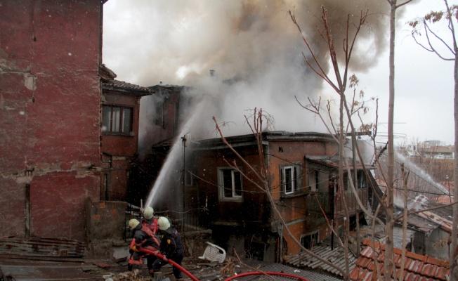 3 katlı binada çıkan yangın söndürüldü