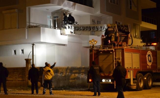 Antalya'da bir kişi eşini ve çocuğunu rehin aldı