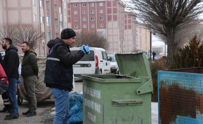 Çöp konteynerinden kız bebek cesedi çıktı