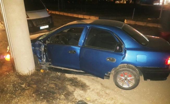 Direğe çarpan otomobil Osmancık'ı elektriksiz bıraktı