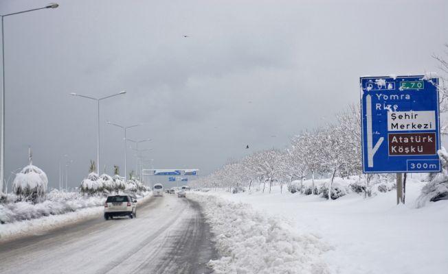 Doğu Karadeniz'de binlerce köy yolu ulaşıma kapandı