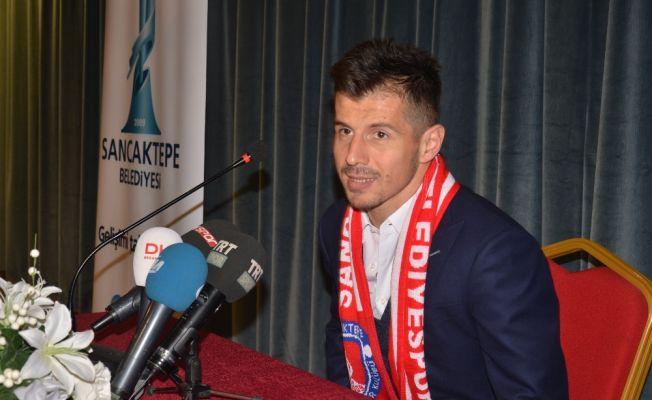 Emre Belözoğlu futbolu ne zaman bırakıyor?