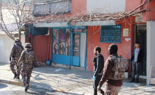 Beyoğlu'nda uyuşturucu operasyonu: 17 gözaltı
