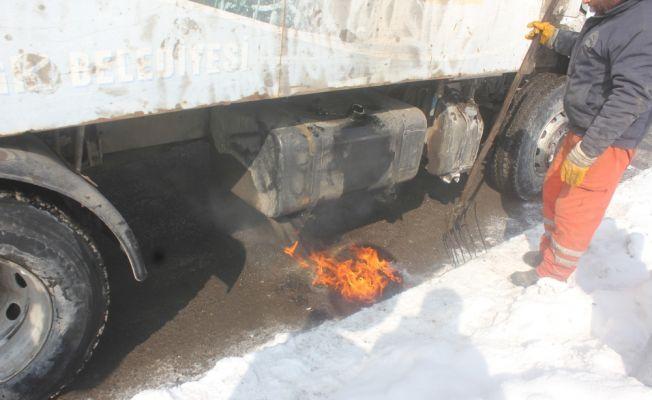 Ağrı'da aracın yakıt deposu dondu