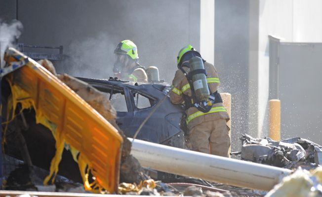 AVM'nin üzerine uçak düşmesi sonucu 5 kişi öldü