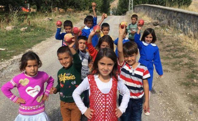"""""""Mutlu Yüzler Hareketi"""" ile çocukların yüzleri gülüyor"""
