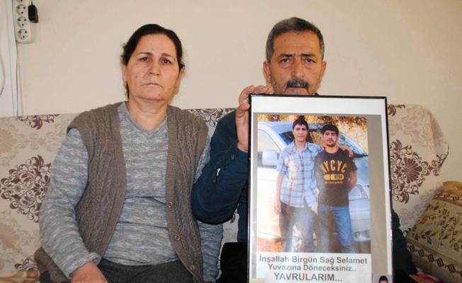 Kayıp oğullarını bulana 50 bin lira ödül verecek
