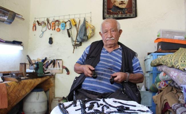 72 yıldır oltu taşından tespih ve takı yapıyor