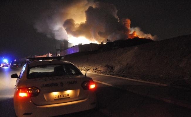 Gebze'de palet fabrikasında yangın çıktı