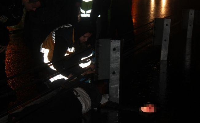 Polisten kaçarken E-5'e atladı, otomobil çarptı