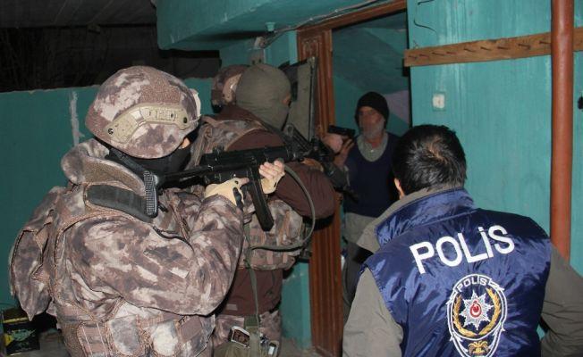 Sahte polis ve jandarmaya operasyon düzenlendi