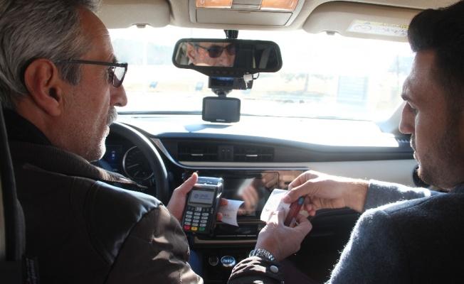 Bu takside kredi kartı ile ödeme ve internet var