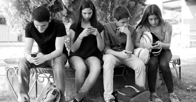 Teknolojiye olan aşkımız daha fazla