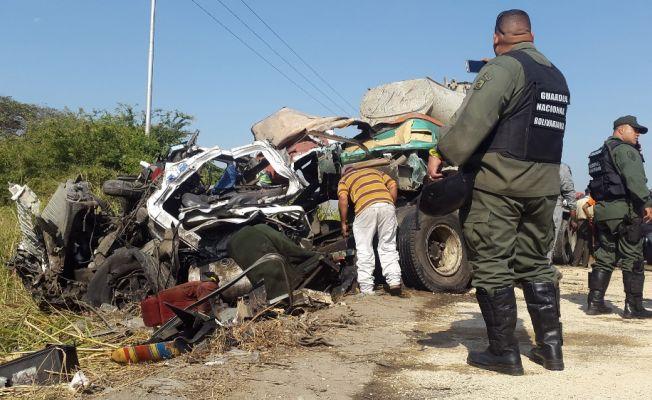 Çimento mikseri ile otobüs çarpıştı: 16 ölü, 50 yaralı