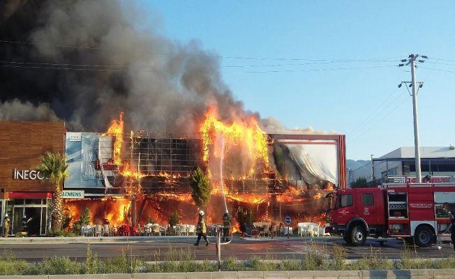 İzmir'deki AVM yangınında zarar 8 milyon TL