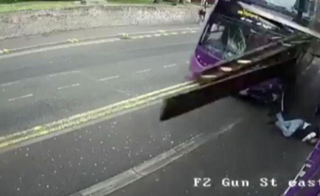 Otobüs çarptı, ayağa kalkıp yoluna devam etti