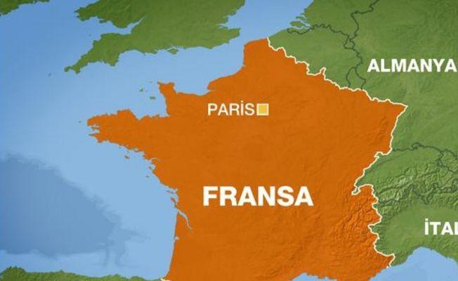 Paris'te askerlere saldırı: 6 yaralı