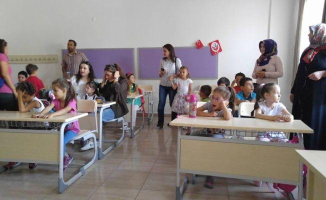 Binlerce yeni öğrenci bugün okula başladı