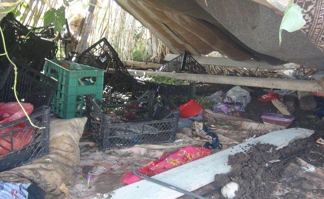 Otomobil tarladaki işçilerin çadırına daldı: 7 yaralı
