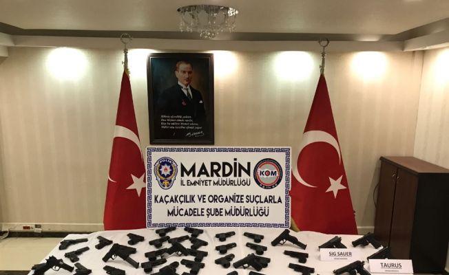 Mardin'de PKK'nın Irak'tan gönderdiği 50 silah ele geçirildi
