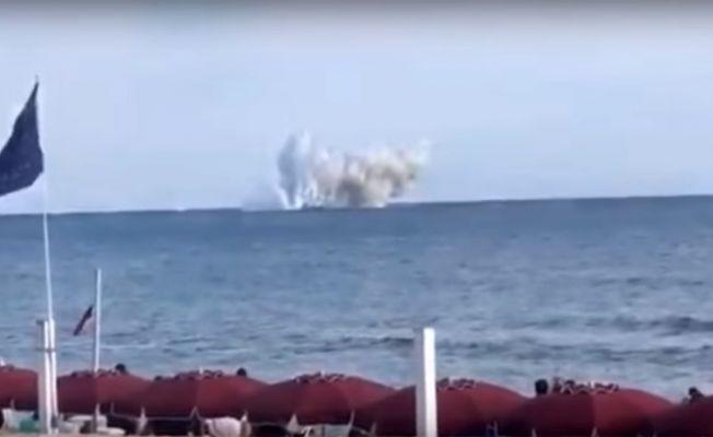 Gösteri yapan savaş uçağı denize böyle çakıldı