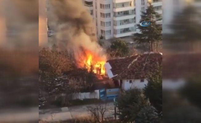 Mamak'ta korkutan gecekondu yangını
