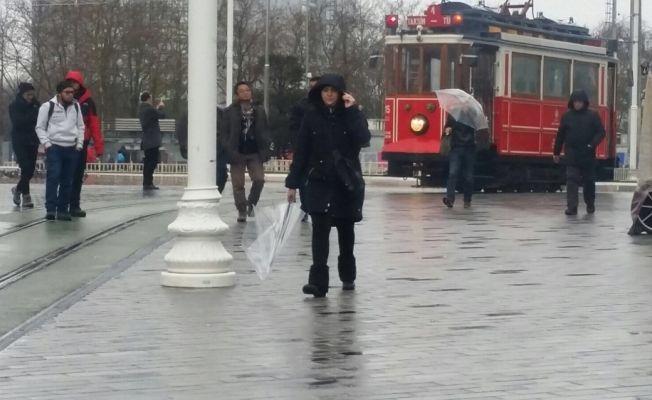 Sağanak yağış ve lodos İstanbul'da etkili oluyor