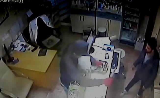 Nöbetçi eczaneden bıçakla gasp yapan şahıs tutuklandı