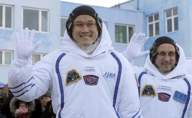 Japon astronot uzayda tam 9 santimetre uzadı