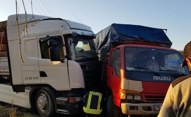 Karabük'te feci kaza: 17 yaralı