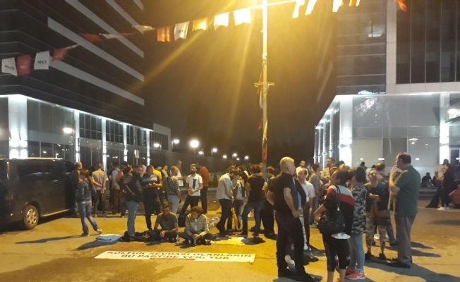 CHP Genel Merkezi önündeki eylem sürüyor
