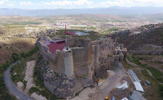 Harput Kalesi'nde restorasyon çalışmaları havadan görüntülendi