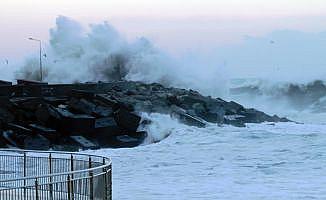 Akçakoca'da şiddetli fırtına etkili oldu