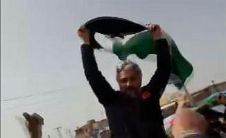 Tel Rıfat halkı Türk polisini omzunda taşıdı