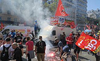 Fransa'da binlerce kişi sokağa indi