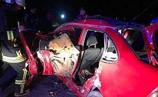 Otobüs ile otomobil çarpıştı: 3 ölü, 9 yaralı
