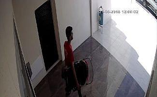 Bebek arabası hırsızları önce kameralara sonra polise yakalandı
