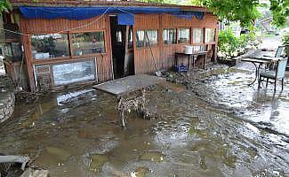 Hayko Cepkin'in mekanını sel vurdu