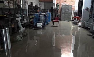 Silivri'de yağmur su baskınlarına neden oldu