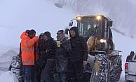 Artvin'de 9 öğretmen karda mahsur kaldı