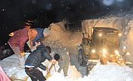 Hakkari'da karla mücadele eden ekip çığ altında kaldı