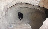 Evinin altında tarihi mağara buldu