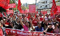 Banka çalışanları greve çıktı