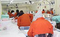 Oy torbalarını kadın hükümlüler dikti