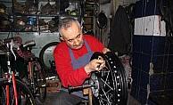 40 yıldır bisiklet tamirciliği yapıyor
