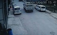 Freni boşalan kamyonet 3 araca çarptı