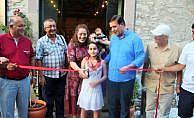 9 yaşındaki Neslişah ebru sergisi açtı